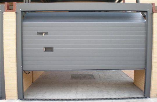 Cortinas electricas para garaje telones castilla - Tipos de puertas de garaje ...